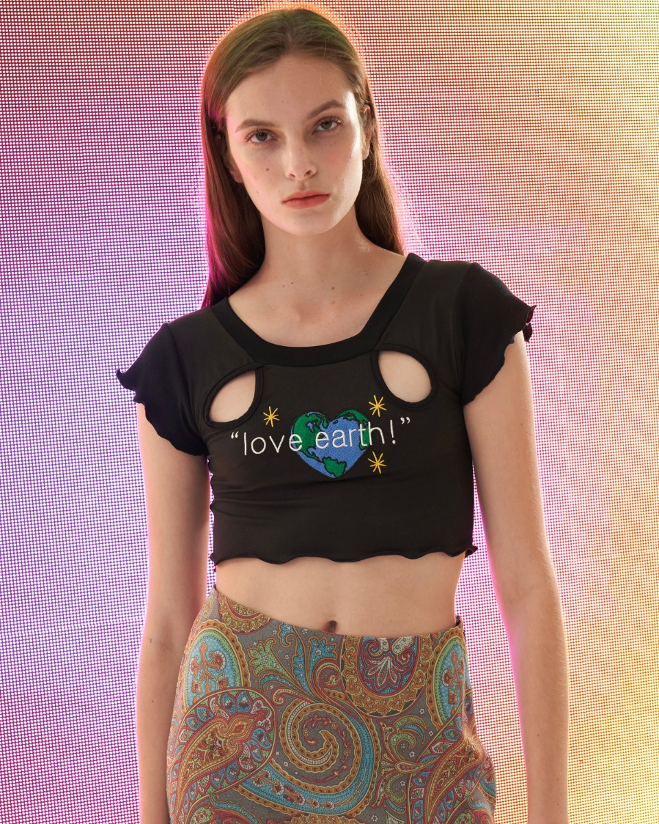 [ 4월 21일 예약배송 ] Love Earth crop top_Black