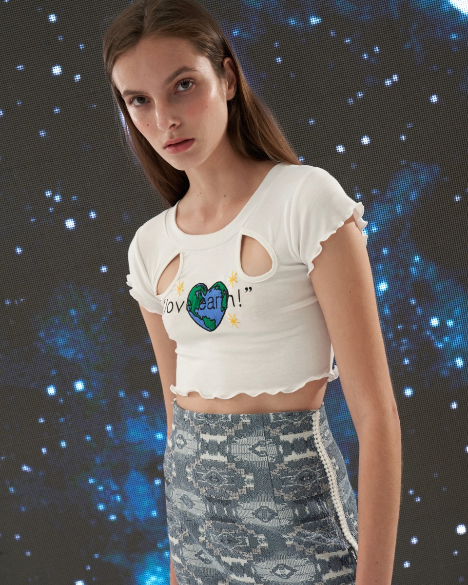 [ 4월 21일 예약배송 ] Love Earth crop top_White